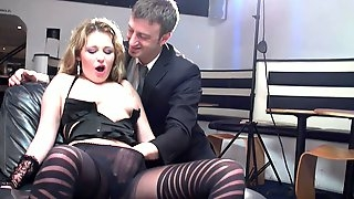Amateur slut spreads her legs to be fingered and fucked good