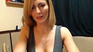 Gorgeous horny mommy webcam show orgasm